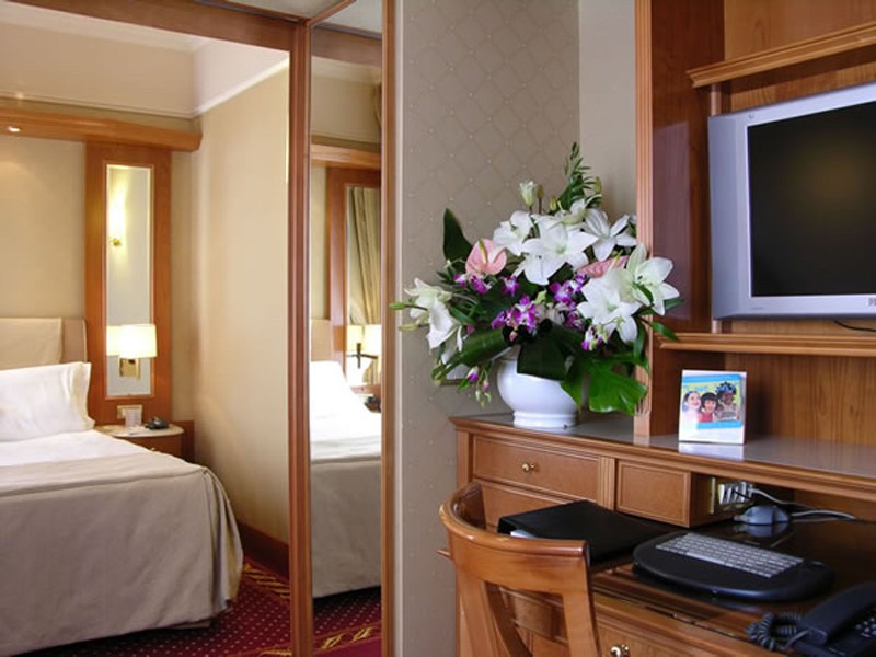 F.P. Sheraton - Milano Seating-Room